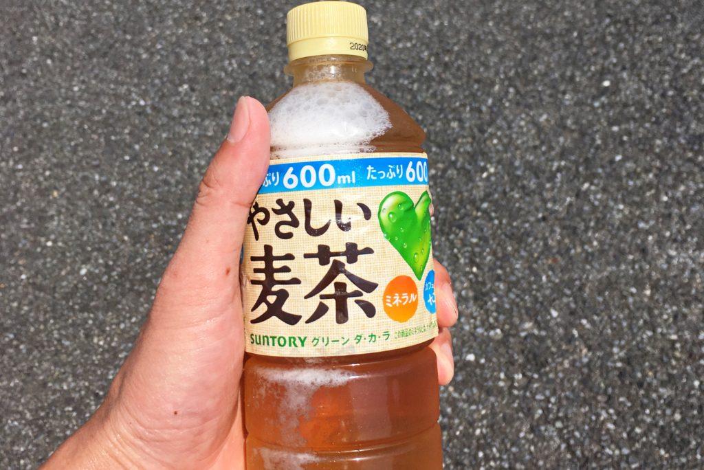 ペットボトルの麦茶