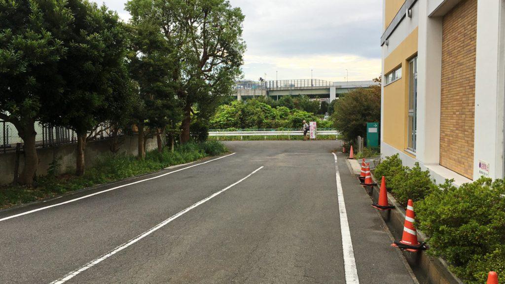 市ケ尾病院と緑税務署の間の路地
