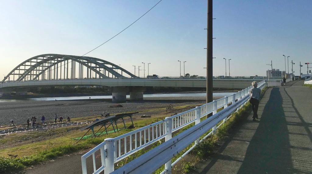 多摩水道橋辺りの多摩川サイクリングロード