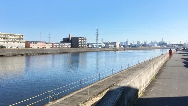 鶴見川堤防