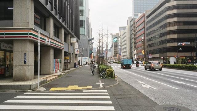 東京マラソン40km地点のセブンイレブン西新橋2丁目店前