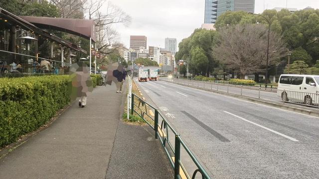 東京マラソン39km地点カフェLe pain quotidien前