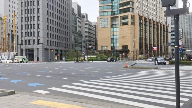 東京マラソン41km地点日比谷公園の交番前