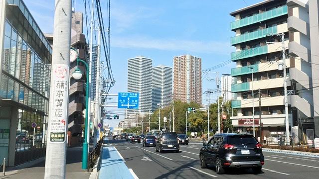 綱島街道から望む武蔵小杉のタワマン群