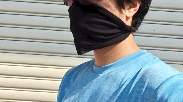ダイソーのネックカバーをランニングマスクとして着用した写真