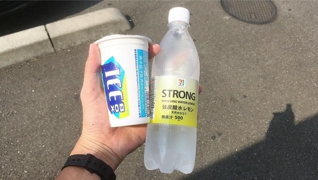 アイスボックスと炭酸水