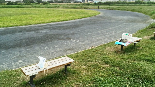 古市場陸上競技場のベンチ