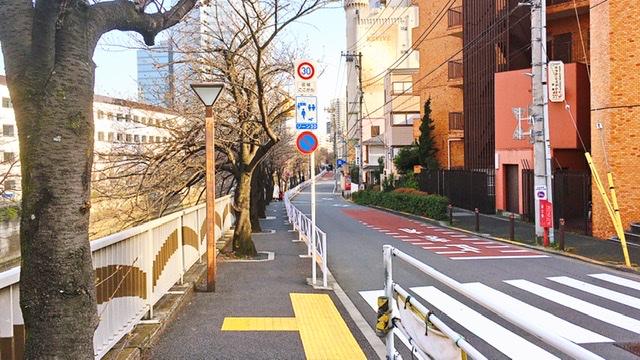 目黒新橋近辺の歩道
