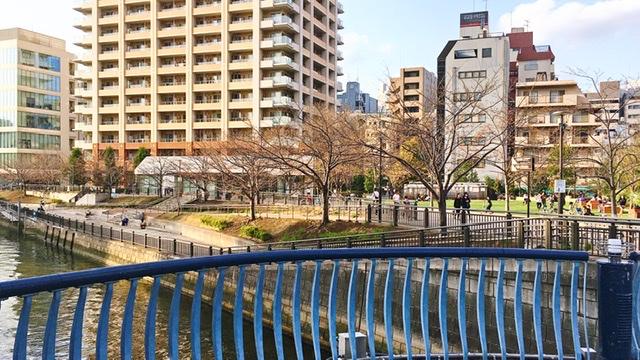 山本橋から望む五反田ふれあい水辺広場