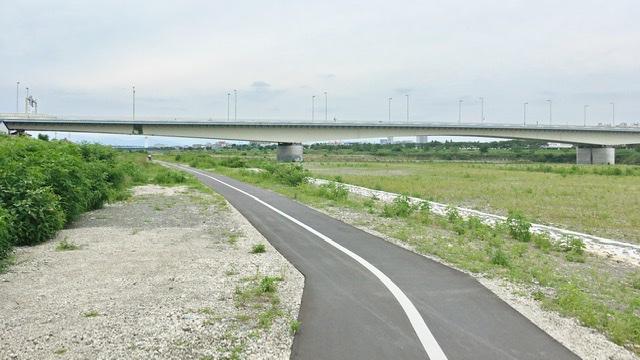 多摩川河川敷右岸