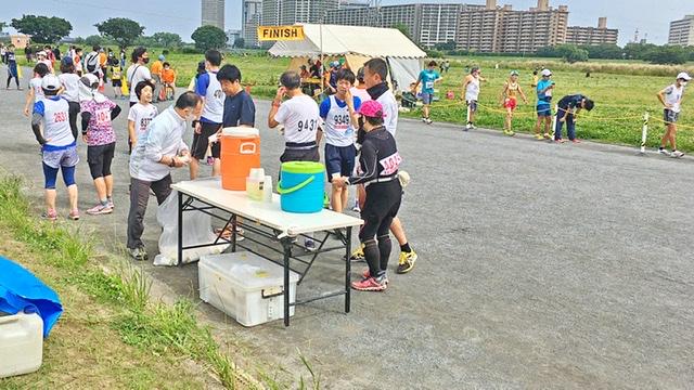 月例川崎マラソン1kmゴール付近の給水所