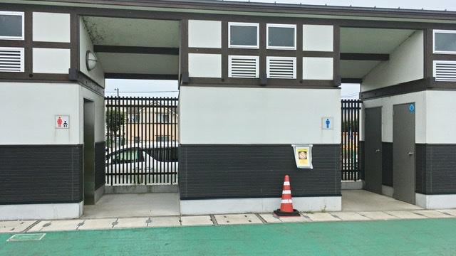 多摩川緑地公園前の公衆トイレ