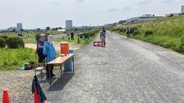 月例川崎マラソン5kmの部の2回目の給水所
