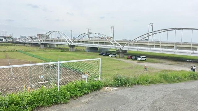 多摩川河川敷右岸から見る多摩川原橋