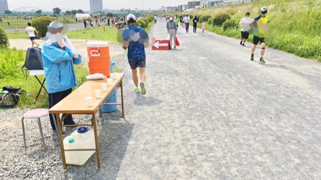 月例川崎マラソン3kmの部の競技場へ入る手前の給水所