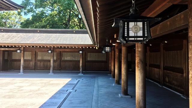 寒川神社の境内