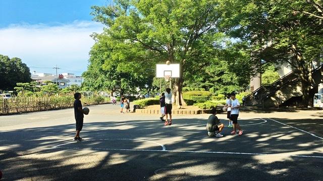 平塚市総合公園のバスケットボールコート