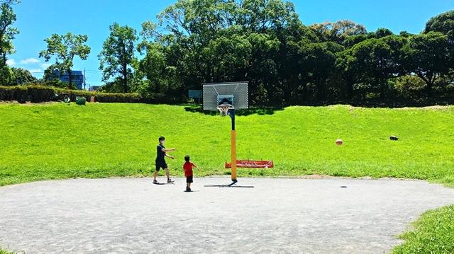 横浜市岸根公園のバスケットコート