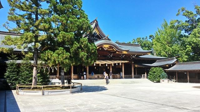 寒川神社の御社殿