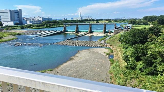 相模川を渡す神川橋