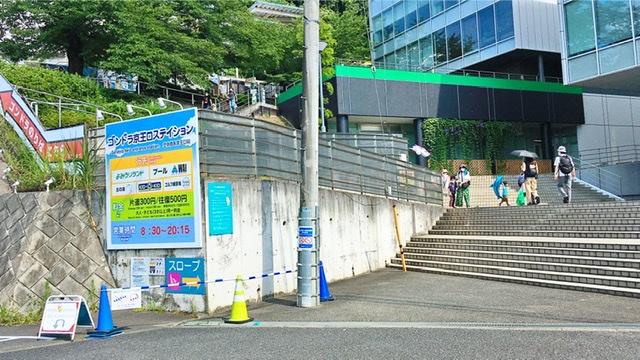 京王よみうりランド駅前ゴンドラ乗り場への入り口