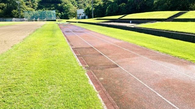 見附運動公園の陸上競技場の幅跳び用レーン