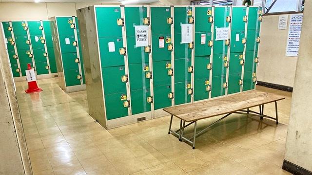 府中市民陸上競技場の男子更衣室