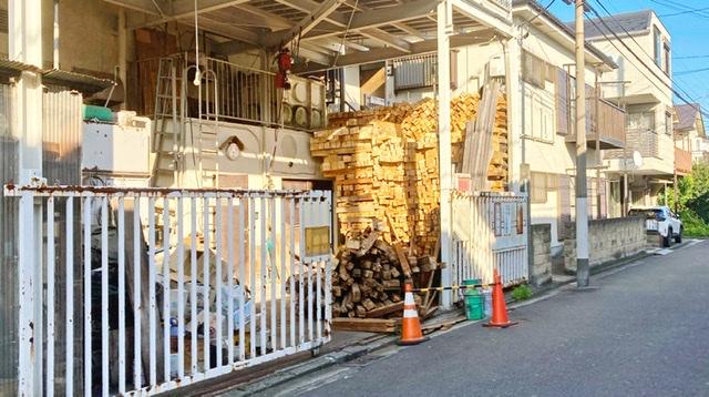 横浜市鶴見区矢向の銭湯「冨士の湯」の薪