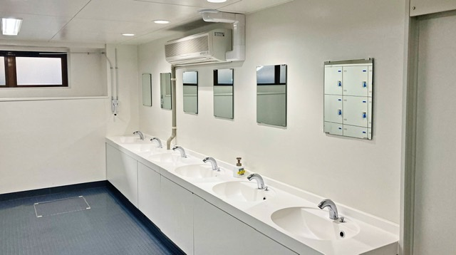 多摩市立陸上競技場の更衣室の洗面所