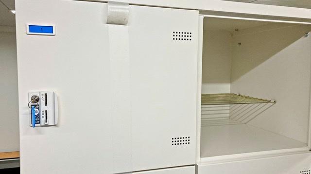 多摩市立陸上競技場の更衣室のロッカー